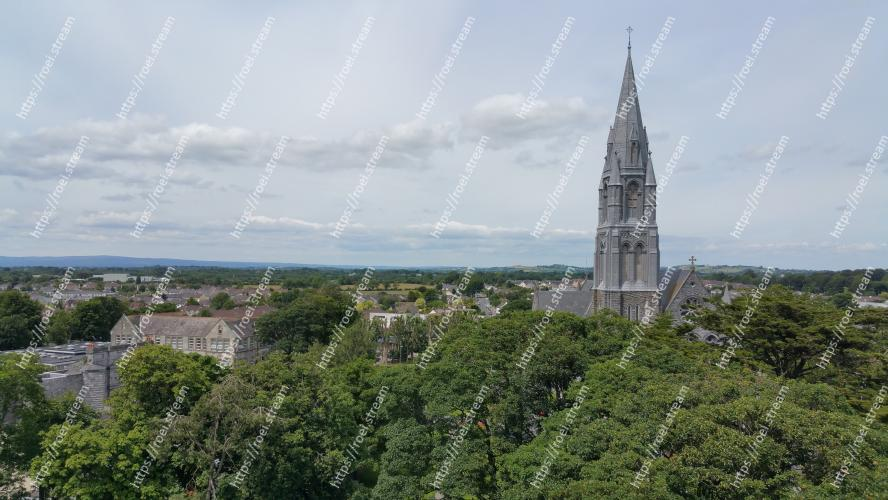 Image of Landmark, Vegetation, Sky, Spire, Tower, Steeple, Architecture, Urban area, City, Tree