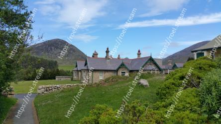 Property, Highland, House, Cottage, Home, Building, Rural area, Fell, Roof, Mountain