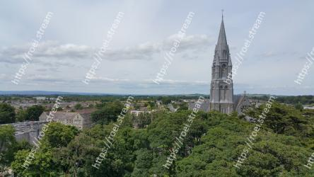 Landmark,Vegetation,Sky,Spire,Tower,Steeple,Architecture,Urban area,City,Tree