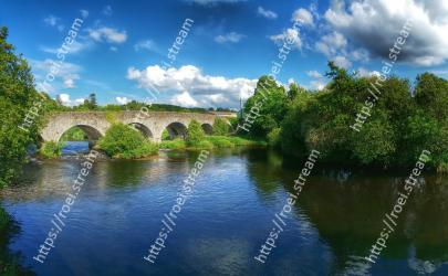 Body of water, River, Nature, Natural landscape, Arch bridge, Water, Water resources, Reflection, Waterway, Sky