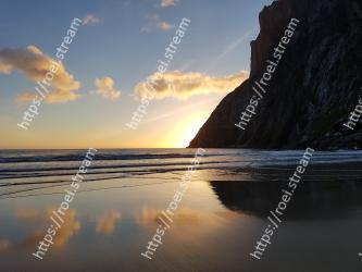 Body of water, Sky, Sea, Nature, Coast, Ocean, Water, Horizon, Wave, Shore