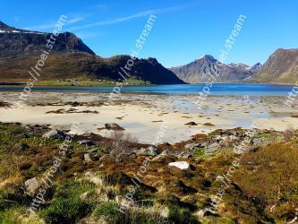 Mountainous landforms, Mountain, Body of water, Natural landscape, Nature, Wilderness, Highland, Sky, Mountain range, Tarn