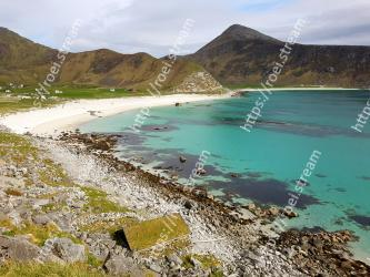 Body of water, Coast, Sea, Beach, Shore, Coastal and oceanic landforms, Promontory, Mountain, Natural landscape, Bay