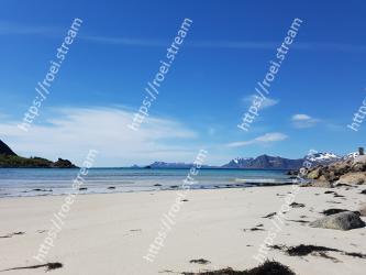 Body of water,Beach,Sky,Sea,Coast,Ocean,Shore,Blue,Water,Coastal and oceanic landforms