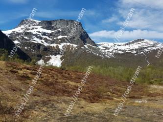 Mountainous landforms,Mountain,Highland,Mountain range,Wilderness,Ridge,Alps,Natural landscape,Geological phenomenon,Hill