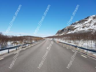 Road, Highway, Asphalt, Snow, Sky, Winter, Natural landscape, Freezing, Road surface, Infrastructure