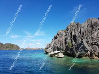 Body of water,Sky,Sea,Blue,Natural landscape,Coast,Water,Coastal and oceanic landforms,Ocean,Promontory