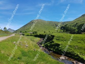 Mountainous landforms,Highland,Mountain,Natural landscape,Hill,Wilderness,Fell,Grassland,Sky,Mountain range
