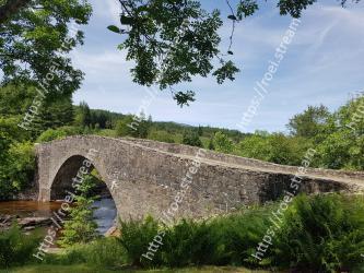 Arch bridge,Bridge,Humpback bridge,Water,Natural landscape,Aqueduct,Devils bridge,Tree,Viaduct,Waterway
