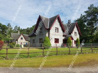 Property,Home,House,Farmhouse,Cottage,Rural area,Farm,Land lot,Roof,Building