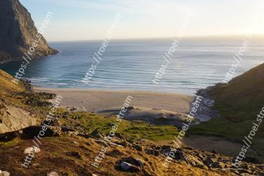 Body of water, Coast, Sea, Headland, Coastal and oceanic landforms, Shore, Ocean, Sky, Cliff, Beach