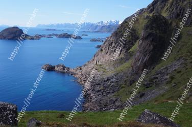 Body of water, Coast, Headland, Cliff, Promontory, Sea, Coastal and oceanic landforms, Klippe, Natural landscape, Mountain
