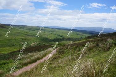 Grassland, Hill, Highland, Mountainous landforms, Green, Natural environment, Sky, Grass, Fell, Natural landscape