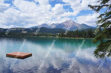 Body of water, Reflection, Natural landscape, Nature, Lake, Mountain, Wilderness, Mountainous landforms, Sky, Tarn