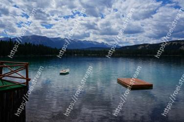 Body of water, Nature, Sky, Lake, Water, Reflection, Mountain, Blue, Wilderness, Natural landscape