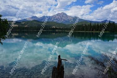 Reflection, Body of water, Nature, Lake, Sky, Natural landscape, Water, Mountain, Wilderness, Mountain range