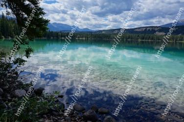 Body of water, Natural landscape, Nature, Lake, Water resources, Water, Sky, Reflection, Wilderness, Mountain