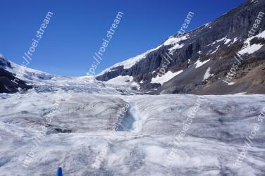 Mountainous landforms, Mountain, Glacial landform, Geological phenomenon, Glacier, Mountain range, Ice, Moraine, Snow, Alps Athabasca Glacier, Banff