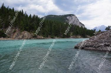 Body of water, Water, Water resources, Sea, Coast, Natural landscape, Coastal and oceanic landforms, Wilderness, River, Bay