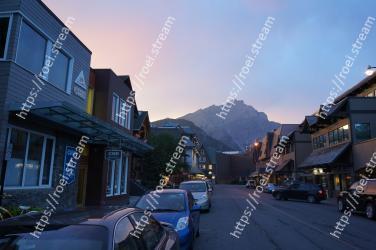 Town, Sky, Neighbourhood, Mountain, Evening, Street, Residential area, Human settlement, Morning, Cloud
