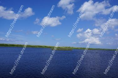 Body of water, Sky, Water resources, Blue, Water, Nature, Natural landscape, Horizon, Cloud, Lake