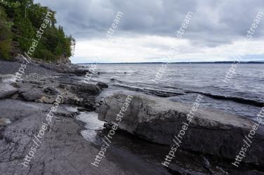 Body of water, Shore, Coast, Sea, Water, Rock, Ocean, Coastal and oceanic landforms, Sky, Wave