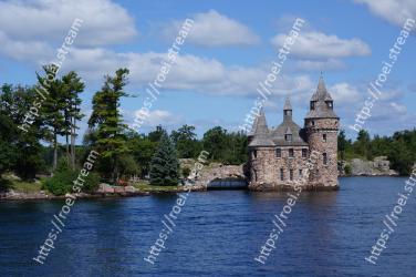 Body of water,Waterway,Water castle,Reservoir,River,Water,Lake,Sky,Bank,Watercourse Boldt Castle