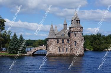 Landmark,Waterway,Water castle,River,Sky,Architecture,Building,Ch�teau,Castle,Moat Boldt Castle
