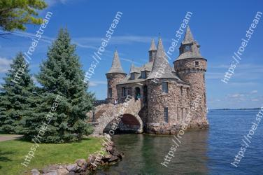 Landmark, Sky, Water, Waterway, Tree, Water castle, Building, Architecture, Castle, Ch�teau Boldt Castle