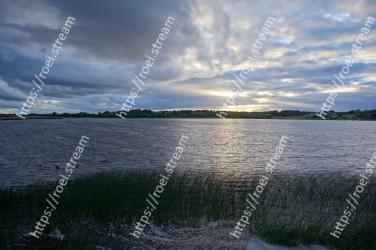 Sky, Body of water, Water, Water resources, Nature, Cloud, Horizon, Lake, Sea, Loch