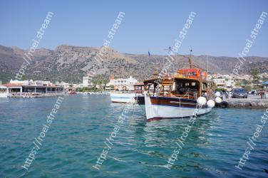 Water transportation, Boat, Water, Vehicle, Waterway, Tourism, Town, Sky, Yacht, Sea