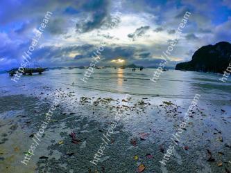 Body of water, Sky, Nature, Sea, Water, Ocean, Shore, Coast, Beach, Cloud