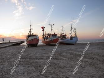 Vehicle, Boat, Sky, Fishing vessel, Watercraft, Fishing trawler, Mode of transport, Ship, Sea, Calm