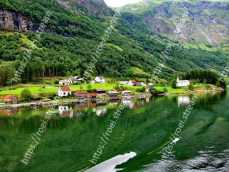 Natural landscape, Nature, Mountainous landforms, Highland, Mountain, Fjord, Hill station, Tarn, Water resources, Green N�r�yfjord